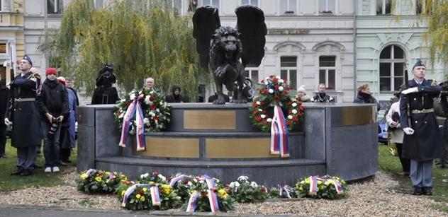 Okřídleného lva v Praze na Klárově ozdobila jména 2 507 československých letců