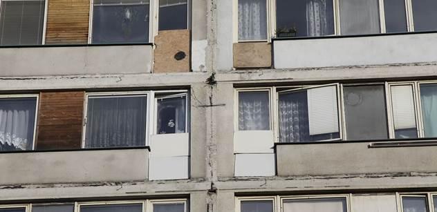 Z přeplněných ubytoven do přeplněných bytů: Časovaná bomba tiká dál, varuje server