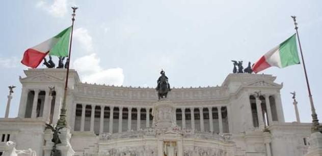 Itálie povstává: Afričtí červi. 904 znásilnění cizincem, 1534 Italem. Pryč s vámi. Taháte sem choroby. Praštil ji kamenem a znásilnil, toť nový případ