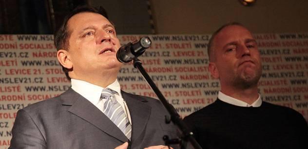 """""""Jánošíka"""" Fica pochválil i Liška s Paroubkem. Méně bankám, více lidu"""