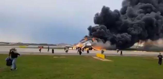 Tragédie v Moskvě: Oni tahali kufry! šokuje expert důvodem, proč v letadle uhořelo 41 lidí