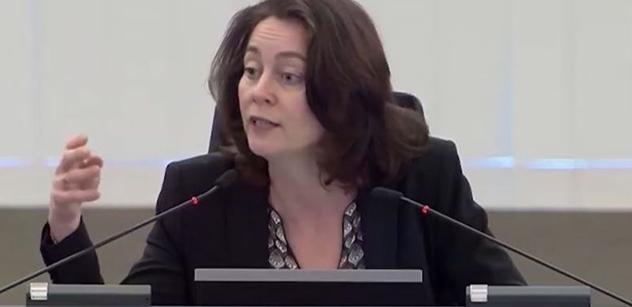 """""""Plňte příkazy! Pod stůl!"""" VIDEO z EU spustilo v Česku lavinu: To Bruselu podporu nezvedne"""