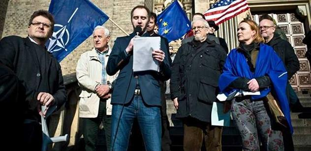 Svolávám největší demonstraci od roku 1989. V Česku jde o všechno, burcuje aktivista Jakub Pitron