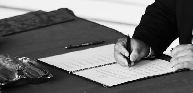 Jednadvacet senátních finalistů podepsalo závazek k ochraně demokracie