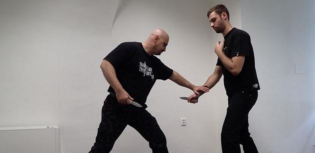 """""""Rváč"""" a instruktor boje nožem Pokora: Ústavní právo nosit zbraň nám potvrdí svobodu"""