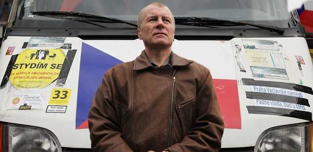 Slávek Popelka měl opět incident s policií. Na Čechově mostě