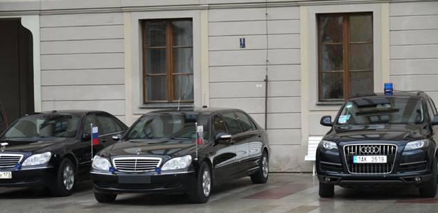 Jsem snad naprostý blbec? Co tady dělá?! Ruský oblastní politik si otevřel ústa na Dmitrije Medveděva