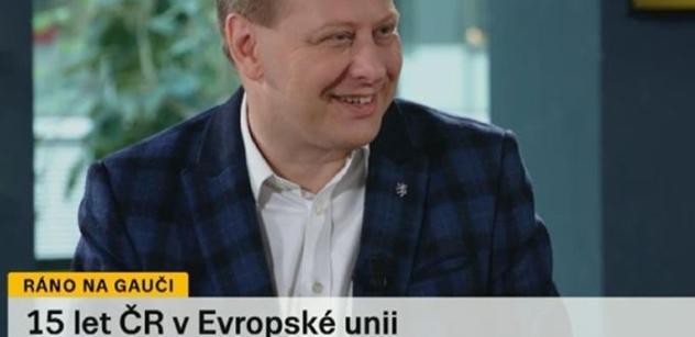 Prouza v rozhlase nakládal Visegradu. Prodemokraticky se tam chová jen Slovensko. A Jourové prý už v Bruselu vysvětlí, co dělat