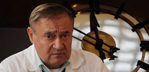 Ostrý senátor, který opustil ČSSD: Sobotka je Babišova sekretářka