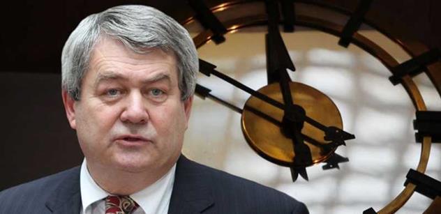 Šéf KSČM Filip: Provokativní vojenská cvičení NATO zvyšují pravděpodobnost konfliktu s Ruskem, Ukrajina před bankrotem a protiruské sankce...
