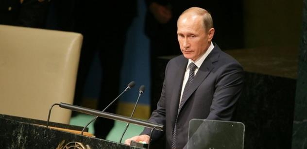 Vladimir Putin odpovídal na dotazy Rusů. Na obrazovky v přímém přenosu se dostaly i nepěkné vzkazy