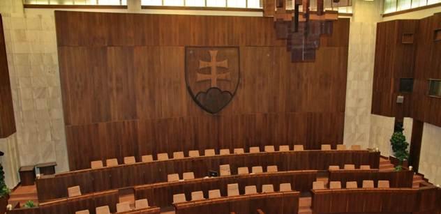 VIDEO Hanba, hanba, hanba! Dnešní peklo ve slovenském parlamentu. Bod: Odvolání Roberta Fica