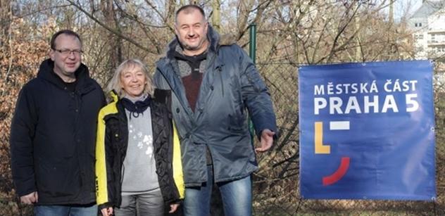 Praha 5: Petr Lachnit a Martin Slabý zahájili Mikulášskou nadílku hlavně pro pejsky
