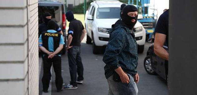 Elitní policista: Žádný koberec už není tak velký, aby se pod něj  tohle vše zametlo