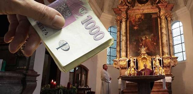 Miliardy pro církve: Komunista vytahuje dokument a cituje zesnulého Janotu