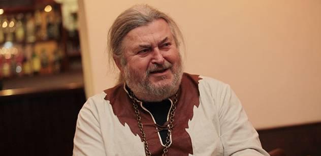 Ringo Čech vykládá o Janu Fischerovi a má jasno o vládci Hradu