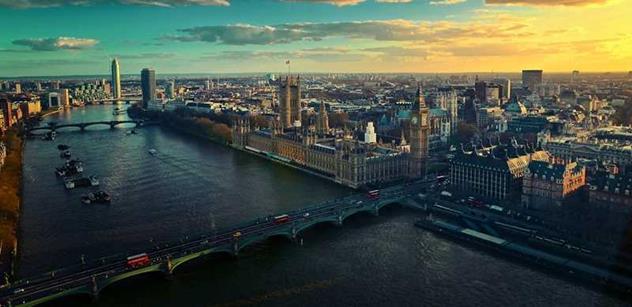 Muslimský starosta Londýna je ve funkci jen pár hodin a už pálí na všechny strany