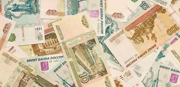 Rusko má problémy s rublem. Nejhorší výsledek za poslední dva roky