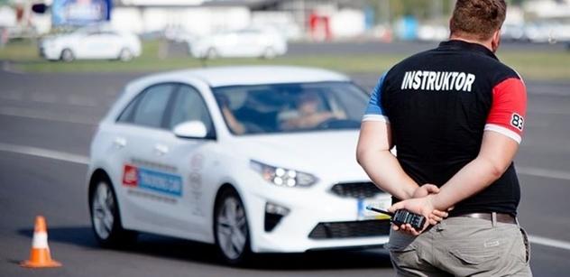 Autodrom Most: Začínající mladí řidiči mají šanci získat zkušenosti pod odborným vedením instruktora