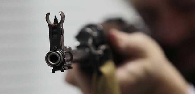 Mezi osmi tisíci čerstvých držitelů zbraní bude více než 80 agresivních psychopatů! Psycholog Klimeš vypustil mrazivá slova, jak to chodí při získávání zbrojních pasů