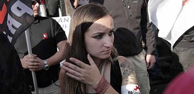 Slzným plynem rozháněla policie odpůrce pochodu Dělnické mládeže