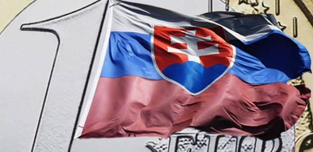 Začínáme revoluci proti tyranii, zní Slovenskem. Internetem koluje video