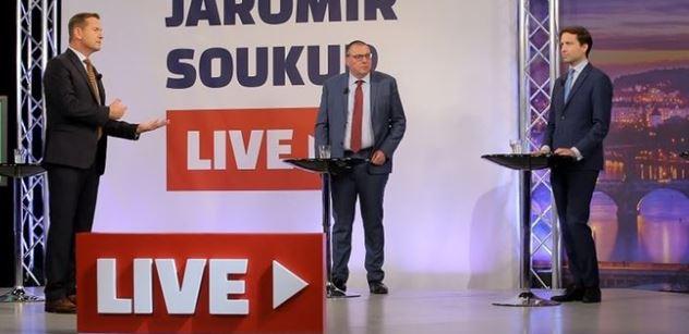 "Jako Rádio Jerevan. Ekonom rozdrtil kauzu ""Klaus poslal miliardy do Ruska"", nesedí vůbec nic"