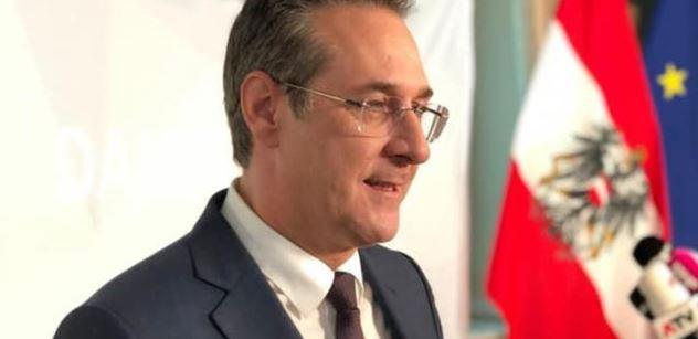 Strache shodil vládu v Rakousku, teď míří do Bruselu. A bude se soudit s těmi, co na něj ušili boudu