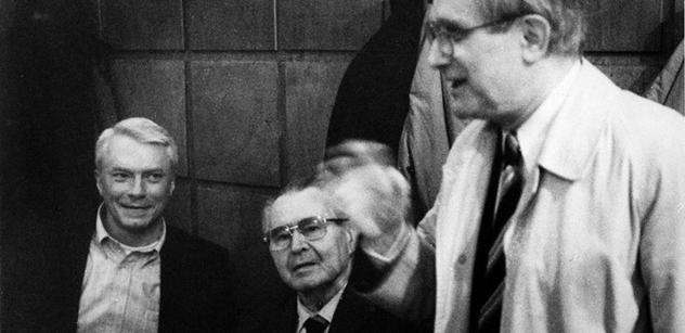Nutili mě, ať neberu medaili od Miloše Zemana, odhalil legendární umělec Jiří Suchý