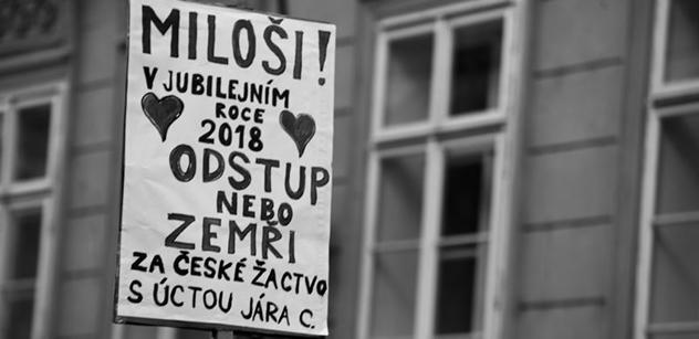 Z demonstrace Za slušné Česko: Miloši, odstup nebo zemři! V průvodu jde i Kalousek