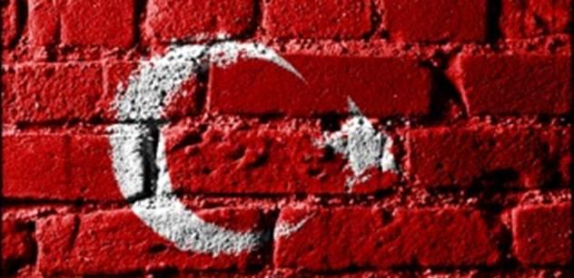 Nizozemsko vyhostilo tureckou ministryni a Erdogan zuří. Chováte se jako nacisti, zní z Ankary