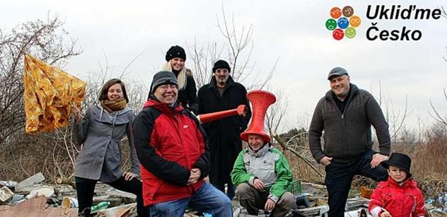 Každý kousek se počítá! Dohromady sebrali dobrovolníci o víkendu přes 1 000 tun odpadů