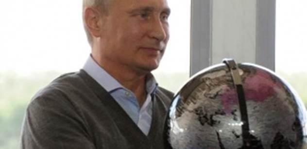 Odhaleno o Putinovi: Pětkrát mu hrozil atentát. Chodí se učit anglicky. Dvě hodiny denně plave, pak posiluje