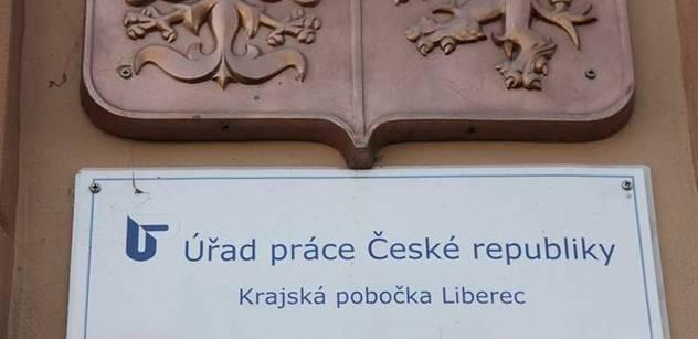 Infarkt, mrtvice, psychiatr a vyhozené peníze. Zlé pravdy, které nevíte o české bídě a nezaměstnanosti