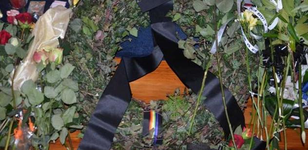 Gayové a lesby uctili Havlovu památku věncem s duhovou stuhou