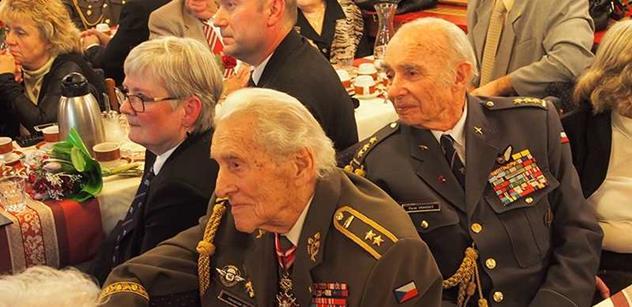 Váleční veteráni pochválili Zemana za řádné placení členských příspěvků. Cenu ale dostal za vlastenectví