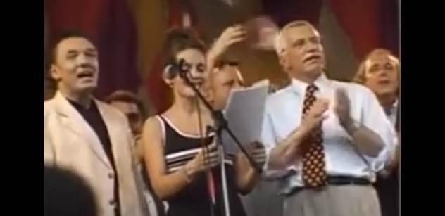 Rok 1998. Poprvé předčasné volby, které přinesly šokující věc. Vraťte se s námi do minulosti