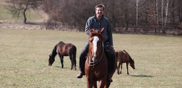 Herec Vydra vítal americké vojáky na koni. A takto se dívá na odpůrce konvoje