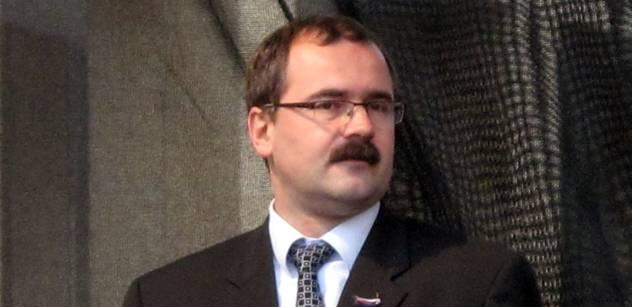 Studentský vůdce a zakladatel protitotalitního ústavu Pavel Žáček kandiduje do Senátu. Vysvětlí vám, proč je nejvyšší čas zastavit Putina