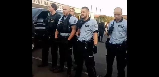 Romský aktivista pro PL: Problém je chování policie. Demonstrace před vládou? Své řekl i k bitce s fotbalovými výtržníky v Sokolově