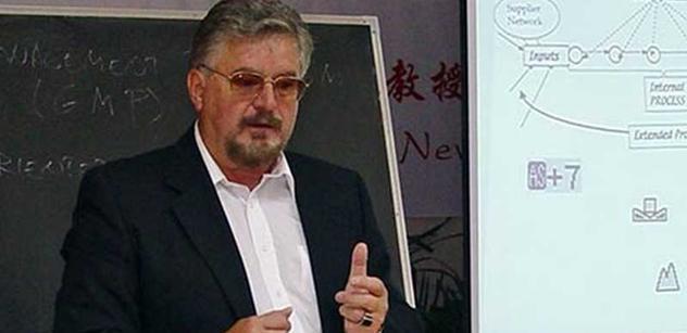 Parlament nás ponižuje. Uznávaný profesor pohřbívá politické strany citátem Karla Čapka