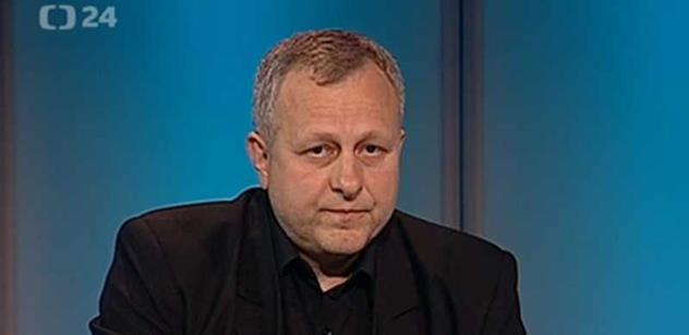 Bývalý agent StB Zifčák popisoval v rádiu nacvičenou akci ze 17. listopadu a zaskočil moderátora