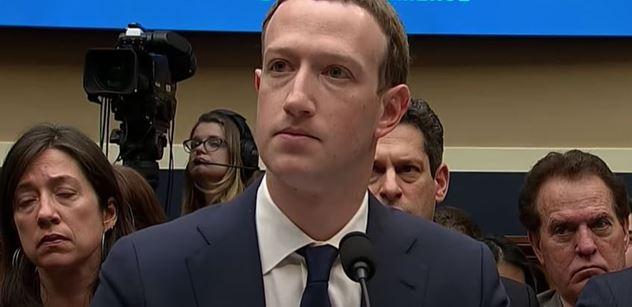 Vám mažou názory, šéf Facebooku bohatne. Dokonce obdaroval Bidenovu vládu