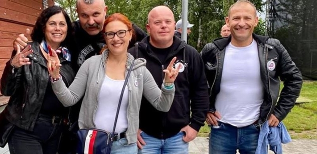 Fotka s Ortelem: Vypatlanci, ňoumové, zuří liberálové. Z druhé strany také ostře